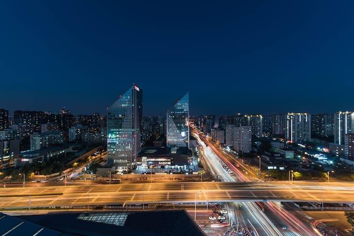 盛夏光年|富力城豪华公寓 30层京城最美三环夜景中国尊|紧邻CBD国贸三里屯 楼下商场地铁站