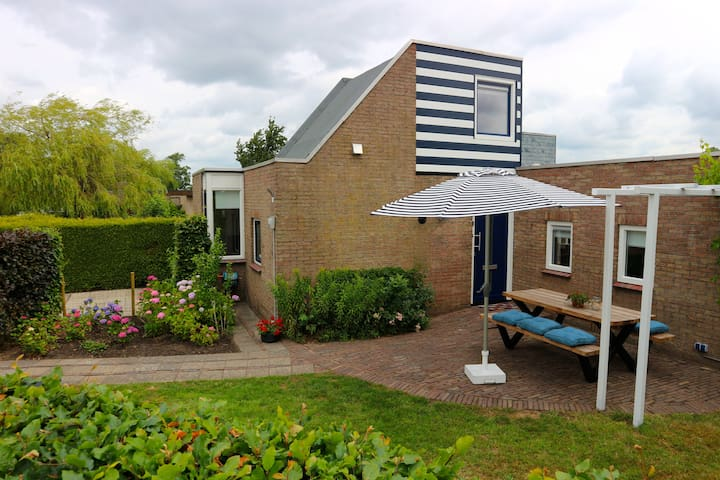 Waterfront Holiday Home in Langweer, Friesland