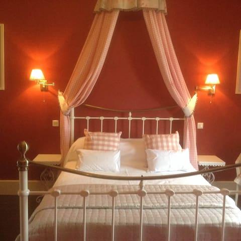 'Amelie Suite' Chateau la Roussille - Vindrac-Alayrac - Penzion (B&B)