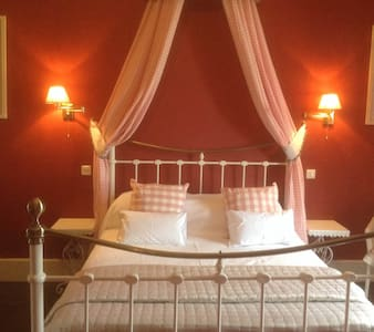 'Amelie Suite' Chateau la Roussille - Vindrac-Alayrac - Bed & Breakfast