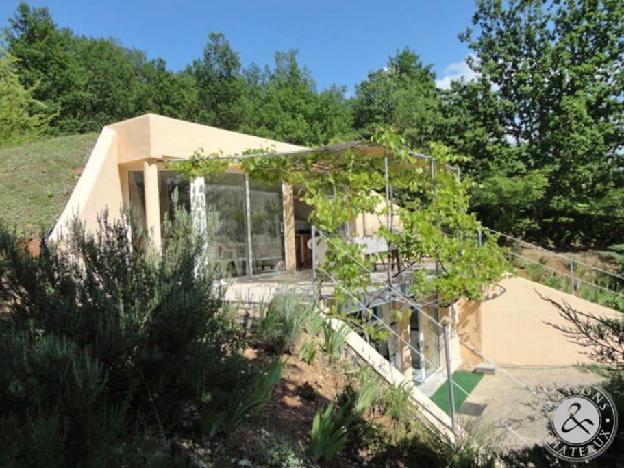 Maison atypique au calme maisons louer vire sur lot for Location maison atypique