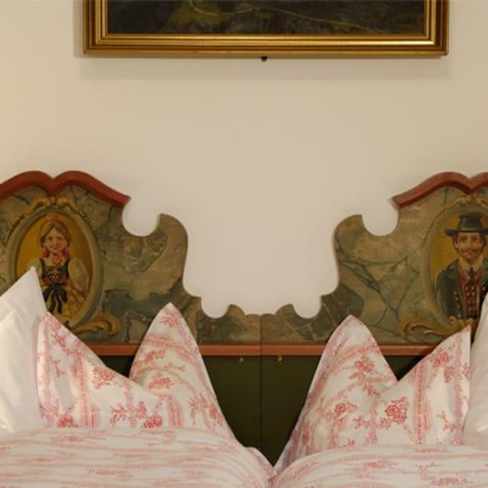 Bequeme Betten - helle Badezimmer mit handbemalten delfter Fliesen