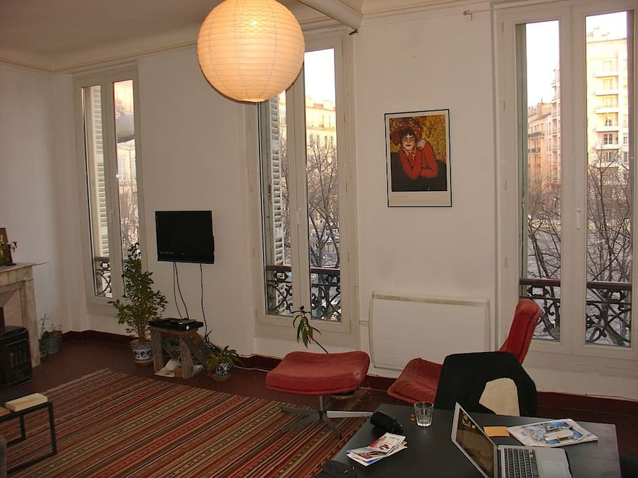 Double insulated floor-to-ceiling windows