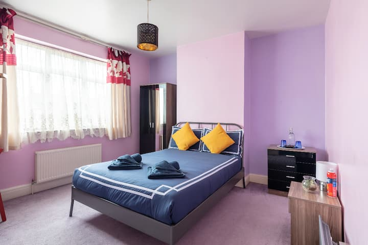 London Zone 3. Stylish Place close to Station