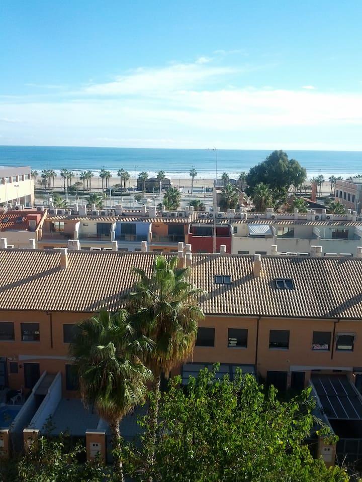 Cosy Room on the Valencia Beach