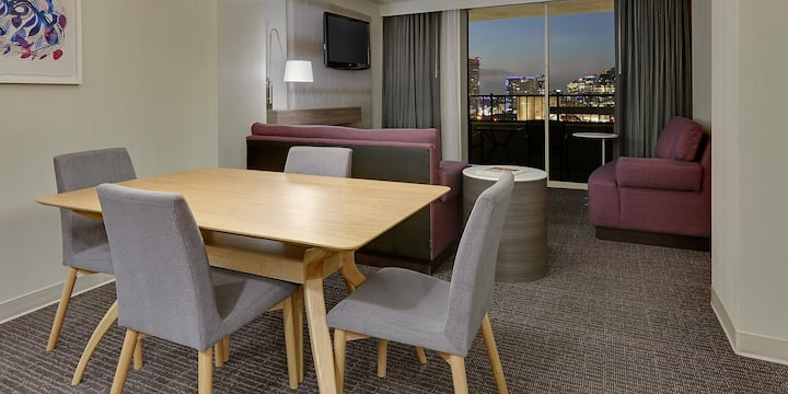 High Rise 1 bedroom Suite w/ Amazing balcony view