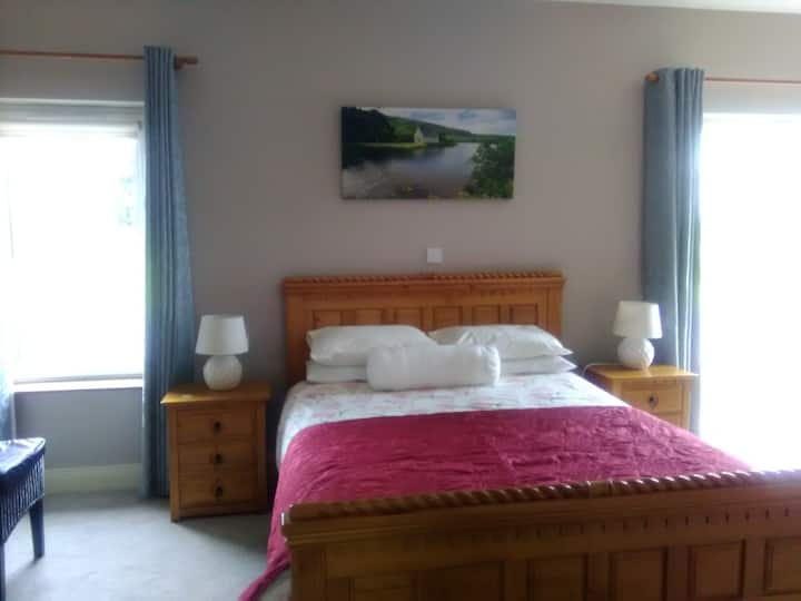 Twopothouse /Hazelwood /Mallow. Big ensuite Room.