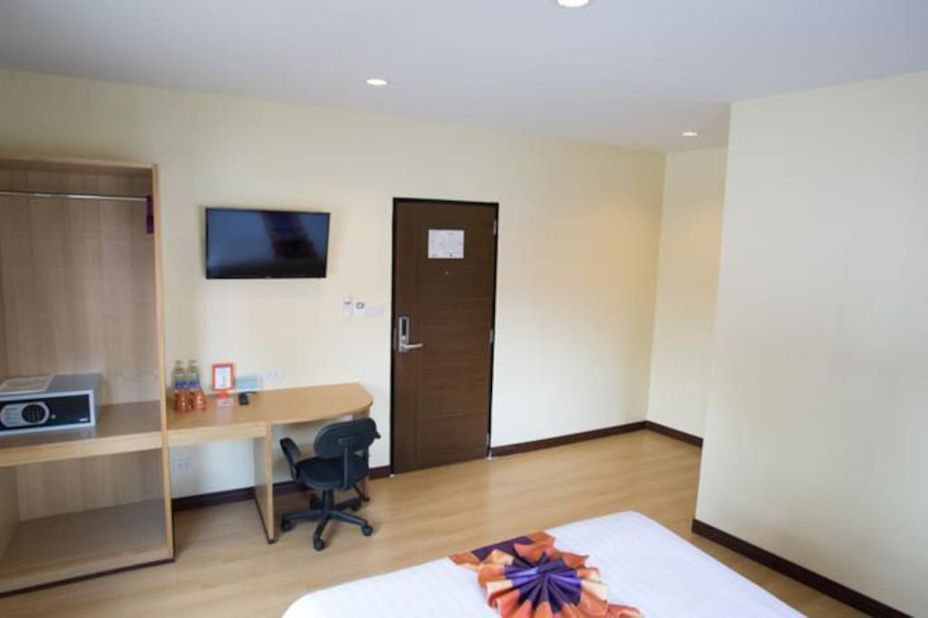 Fully Equipped Bedroom; LED Screen, Refrigerator, Safe Box...