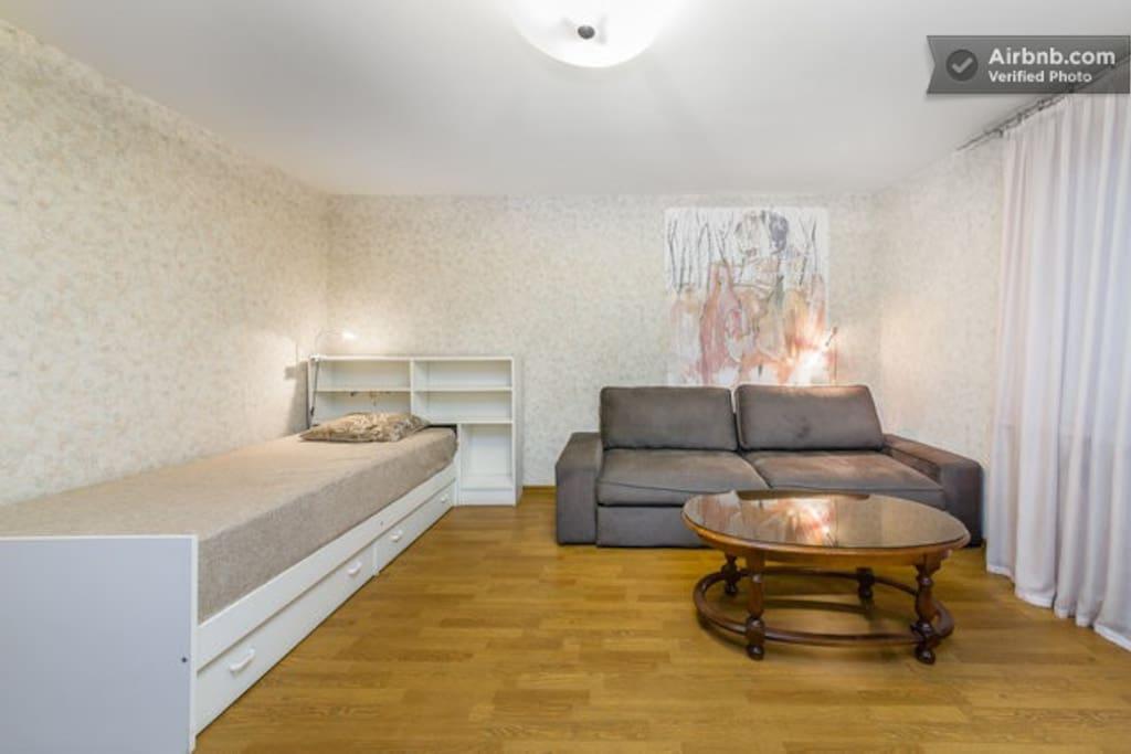 Комната 1 (room 1) Двухспальный дива н плюс кровать