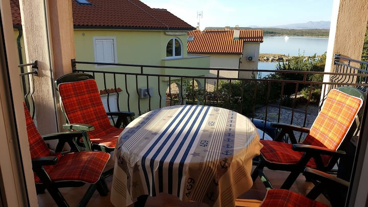 Apartment Dija - 30 m  from sea A-Zid(2+2) Klimno, Island Krk