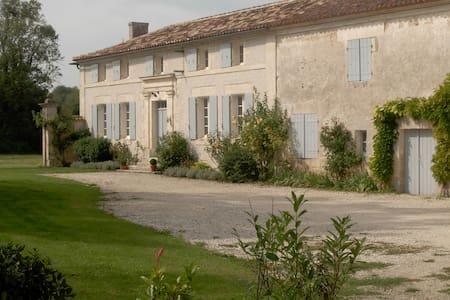 Maison entre Angoulême et Cognac - Ev
