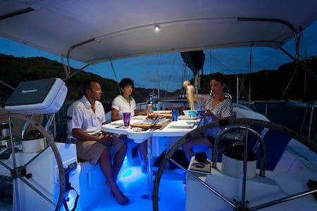 SAIL THE CARIBBEAN. Crewed Charters - Trellis Bay - Barco