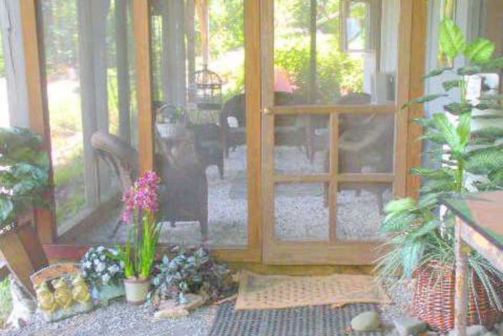 Entrance to screened in porch