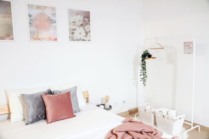Ribeirinha Large & Luxury Room (1.8km beach)