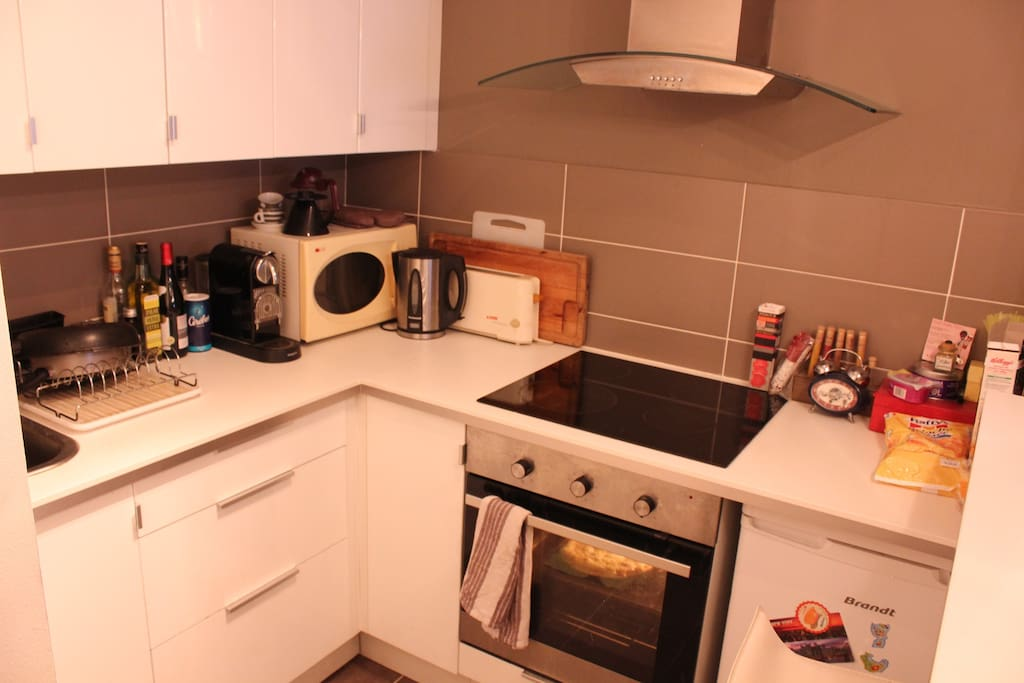 Kitchen, coffee machine, kettle, microwave, oven, hot plates, toaster...