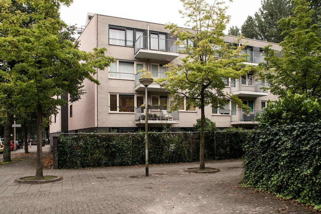Apartment on border of amsterdam appartamenti in affitto for Appartamenti in centro amsterdam