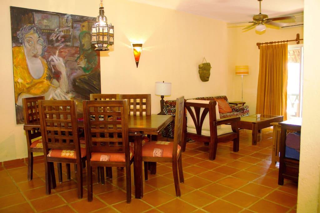 Girasol dining area