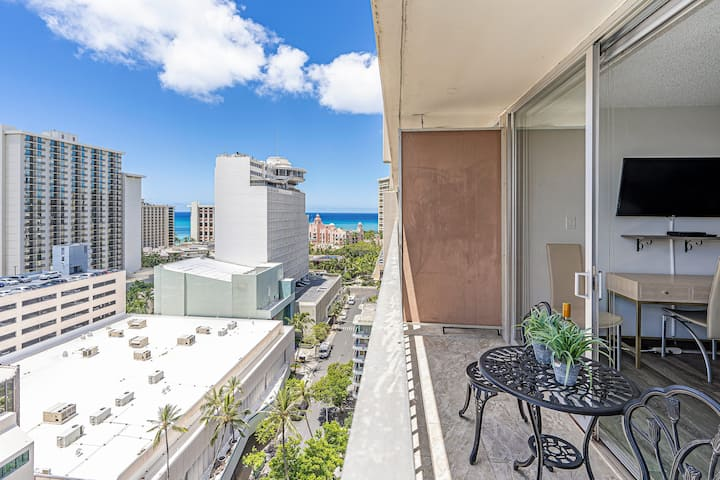 **Professionally Sanitized** Condo Near Beach w/Free Parking + Full Kitchen! - Marine Surf Studio on the 17th Floor