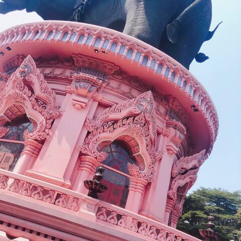 BTS零距离抵达高层公寓,曼谷拍照圣地,充满少女心的粉红色博物馆打卡~