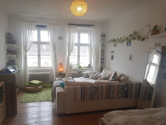 Cosy, light apartment in Kreuzberg's Graefekiez