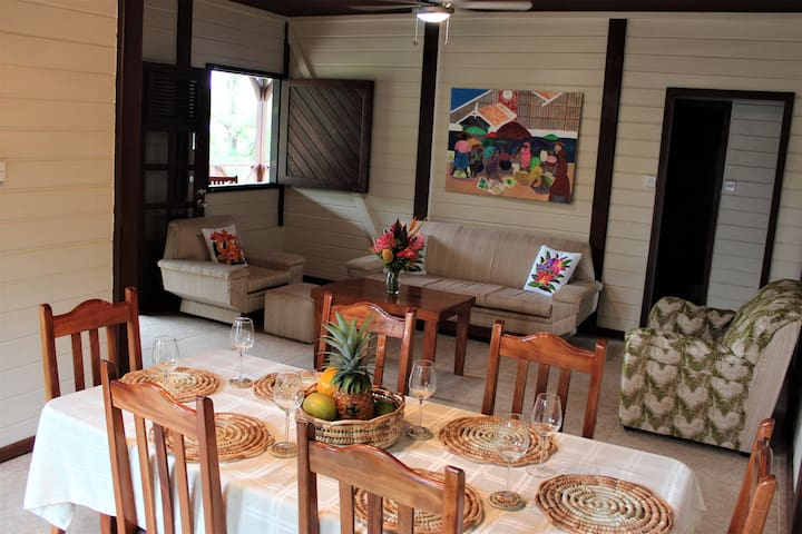 Anne's Retreat - Cottage and secluded beach