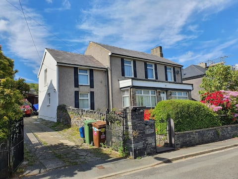 Village Flat with easy access to Snowdon
