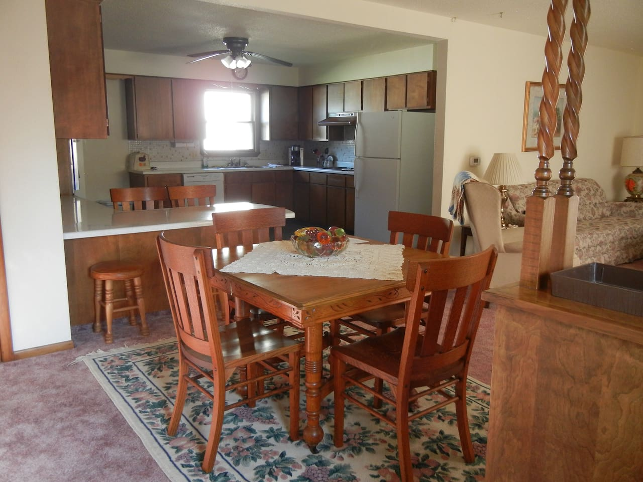 Dining area that opens to both the fully equipped kitchen and the living room