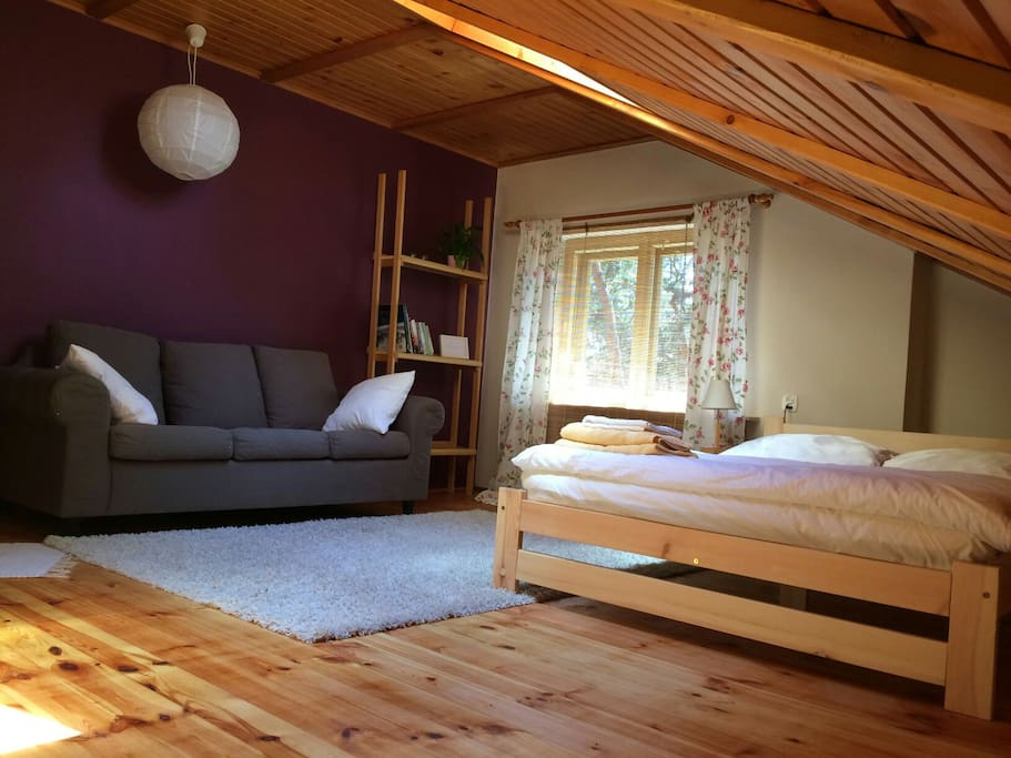 Plum bedroom nr 2, with double bed.