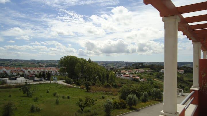 Apartamento Alcobaça 12km da praia da Nazaré.