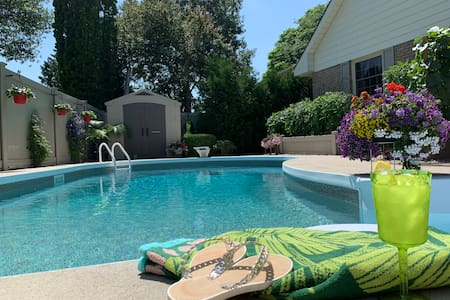 Zen Oasis - Private 2BR Suite + Pool & Hot Tub