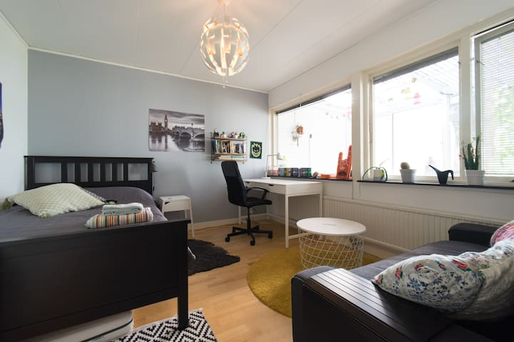 Cosy room on top location between Lund and Malmö!
