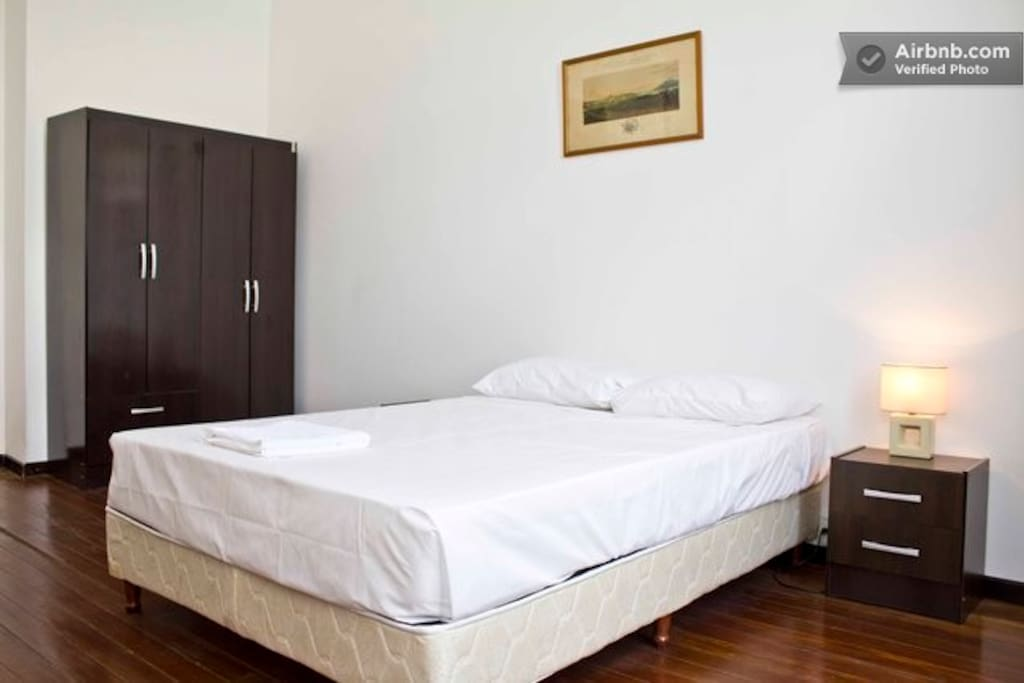 Double twin room in renovated house en montevideo for Muebles modernos montevideo