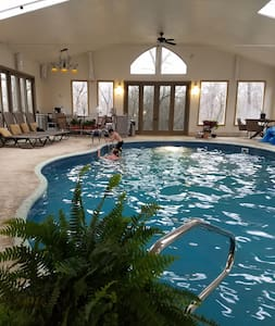 GREAT4500 sf cabin lodge/w heated  indoor pool! - Cleveland