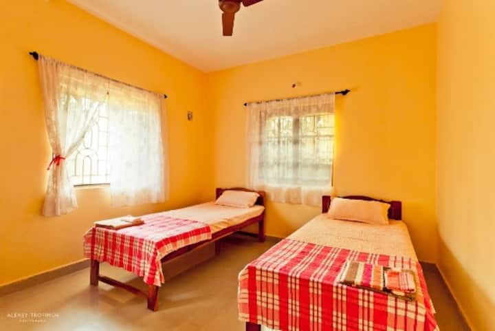 Cozy room at Yoga Villa, with kitchen & wifi