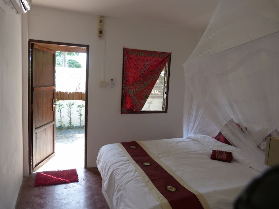 Aircon room with private bathroom and hot water. The room is simple and comfortable. No TV or fridge. Mattress and bedding are very comfortable.