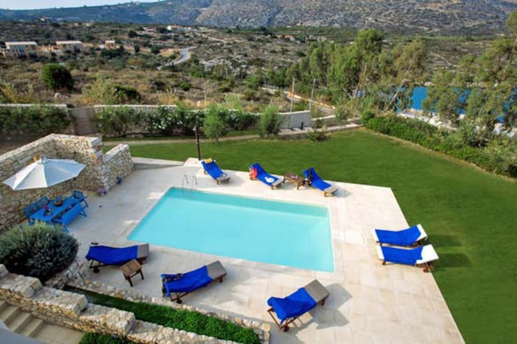 Creteview villas gaia villas for rent in chania crete for Villas gaia