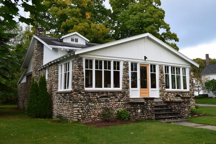Modernized historic home in downtown Suttons Bay