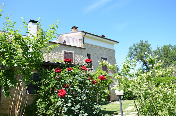 Charming Country Villa - Poggiofiorito - House