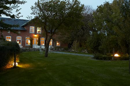 großes Landhaus mit großem Garten - Osterhever - Hus