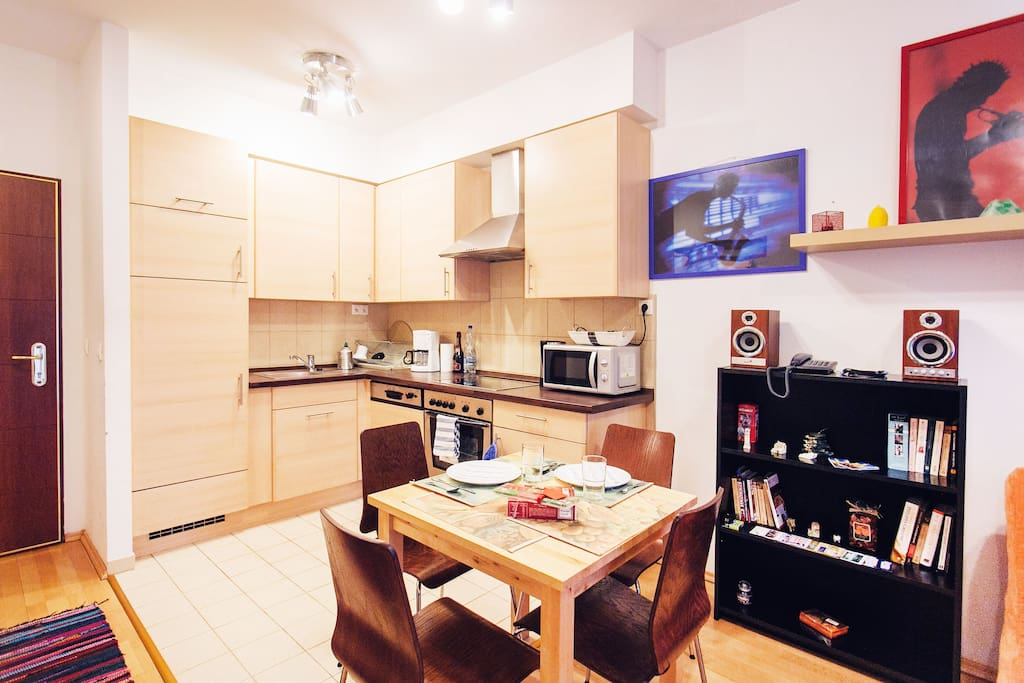 Full kitchen with dishwasher, kettle, microwave, coffeemaker!