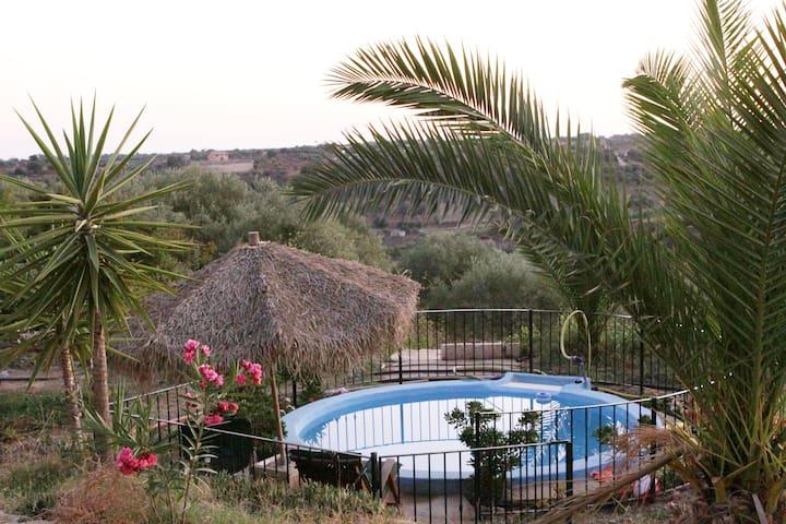 Charmant vakantiehuis met zwembad - Niscemi - Kabin