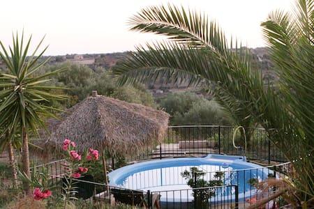 Charmant vakantiehuis met zwembad - Niscemi