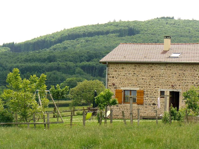 """Natural"" farm in South Burgundy! - Buffières - Alojamento na natureza"