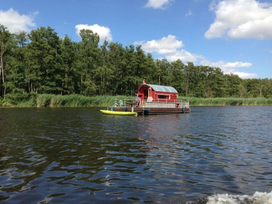 Nur ca. 2 min entfernt! Ideal zum Boot fahren und angeln!
