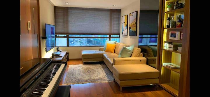 cozy 2 bedrooms 2 mins from TST MTR, PET FRIENDLY
