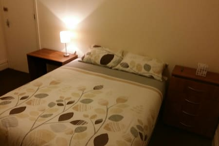 The Bolton Room in well maintained house - Bradford - Apartemen