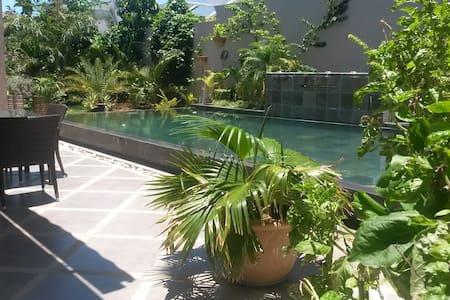 Ruhig und Zentral mit privatem Pool