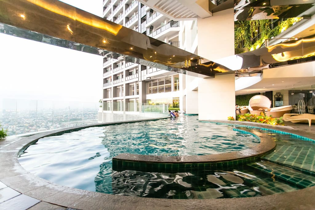 On the 36th floor Infinity pool with Makati Skyline view