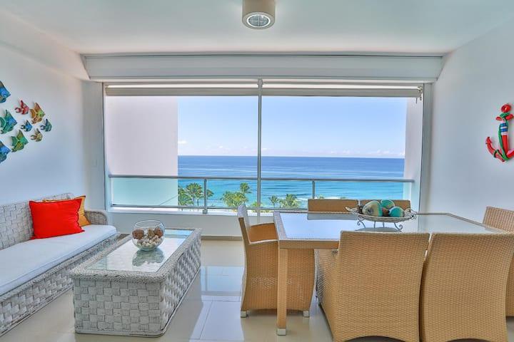 ⭐New Beachfront W/ King Bed & Panoramic High View⭐