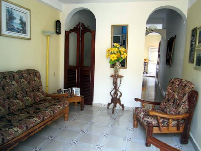Rent in Remedio with wide rooms and terrece - Remedios - Apartment